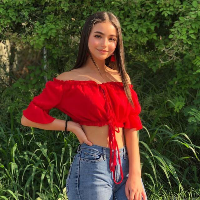 Cô nàng 14 tuổi đã lớn phổng phao khiến các thanh niên trên Instagram dậy sóng - Ảnh 2.
