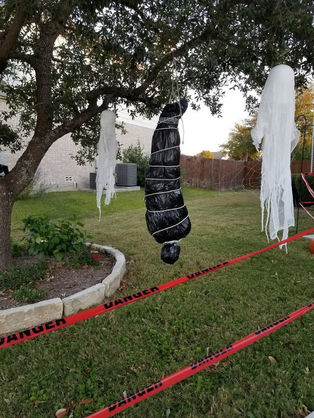 Dư luận tranh cãi về những màn trang trí Halloween khiếp đảm: Thú vị hay đáng dẹp bỏ? - Ảnh 8.
