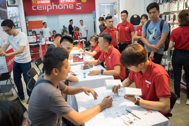 Dàn iPhone 11 chính hãng đã cập bến Việt Nam, giá 44 triệu đồng cho chiếc khủng nhất - Ảnh 3.