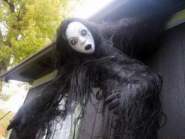 Dư luận tranh cãi về những màn trang trí Halloween khiếp đảm: Thú vị hay đáng dẹp bỏ? - Ảnh 12.