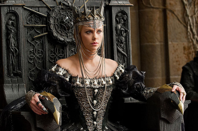 Những nữ ác nhân quyến rũ nhất Hollywood, lấn át luôn cả nhân vật chính - Ảnh 1.