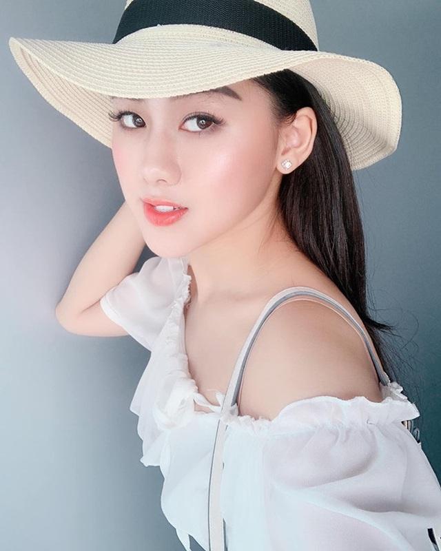 Nữ CĐV xinh đẹp xuất hiện trên khán đài trận Việt Nam - UAE: Tưởng người lạ hóa ra người quen, từng làm việc cùng Trâm Anh - Ảnh 6.