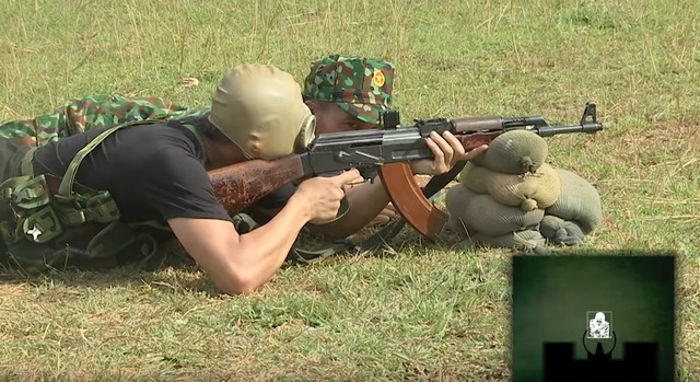 Độ Mixi trổ tài sấy AK cực khét, mỗi tội đạn đi đâu thì chưa biết - Ảnh 1.