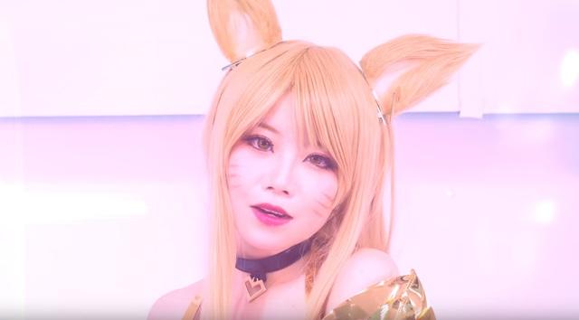 LMHT: Đội cosplay tái hiện lại màn vũ đạo của K/DA cực gợi cảm khiến fan mắt tròn mắt dẹt - Ảnh 2.
