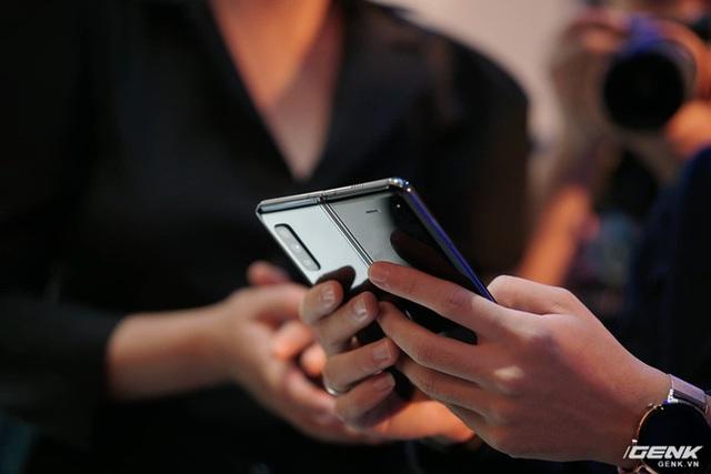 Galaxy Fold ra mắt tại Việt Nam: Giá 50 triệu đồng, hỏng màn hình được thay với giá ưu đãi 3.49 triệu đồng - Ảnh 1.