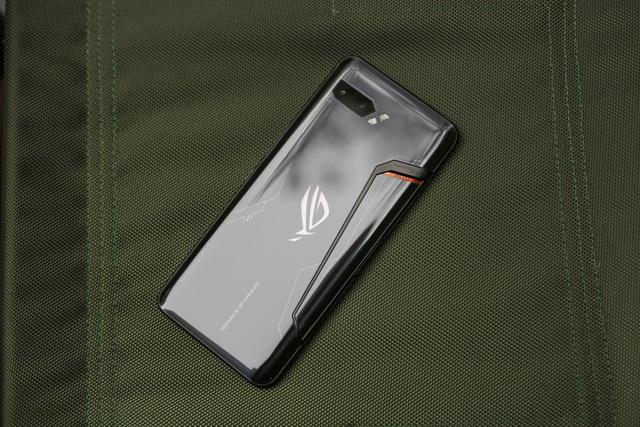 Nắn tận tay ROG Phone 2: Smartphone gaming hơn 20 triệu liệu chơi có sướng như lời đồn - Ảnh 4.