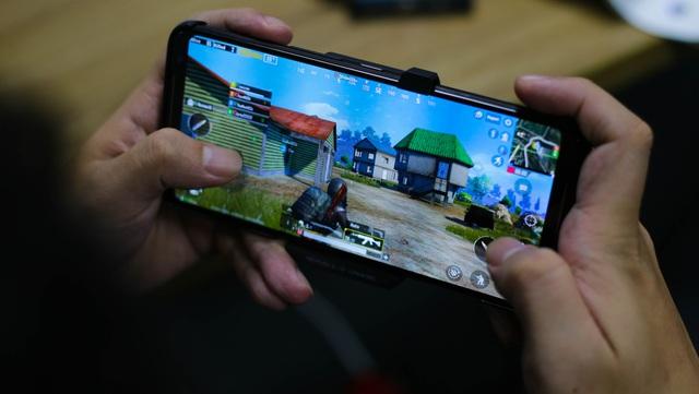 Nắn tận tay ROG Phone 2: Smartphone gaming hơn 20 triệu liệu chơi có sướng như lời đồn - Ảnh 8.