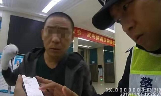 Người đàn ông hớt hải đi nối ngón tay bị đứt, đến bệnh viện mới biết đã bỏ quên trên taxi - Ảnh 2.