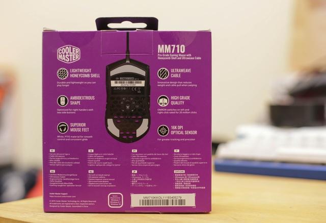 Trên tay chuột gaming nhẹ nhất thế giới CoolerMaster MM710: Cầm như không cầm, tuyệt phẩm cho những ai ra mồ hôi tay - Ảnh 2.
