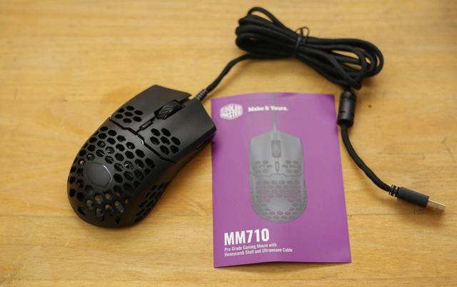 Trên tay chuột gaming nhẹ nhất thế giới CoolerMaster MM710: Cầm như không cầm, tuyệt phẩm cho những ai ra mồ hôi tay - Ảnh 3.