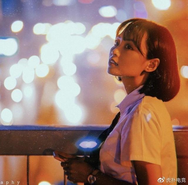 LMHT - MC Minh Nghi lại được báo chí Trung Quốc ca ngợi: Cô nàng trông thật gợi cảm và dễ thương với mái tóc ngắn - Ảnh 18.