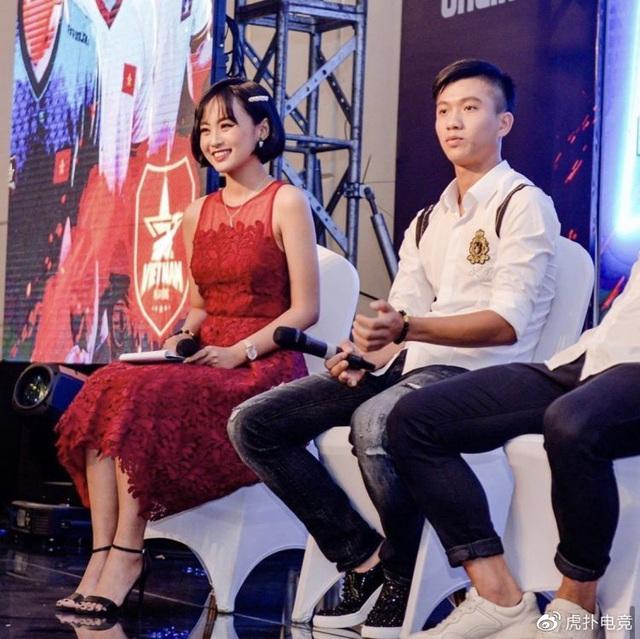 LMHT - MC Minh Nghi lại được báo chí Trung Quốc ca ngợi: Cô nàng trông thật gợi cảm và dễ thương với mái tóc ngắn - Ảnh 24.