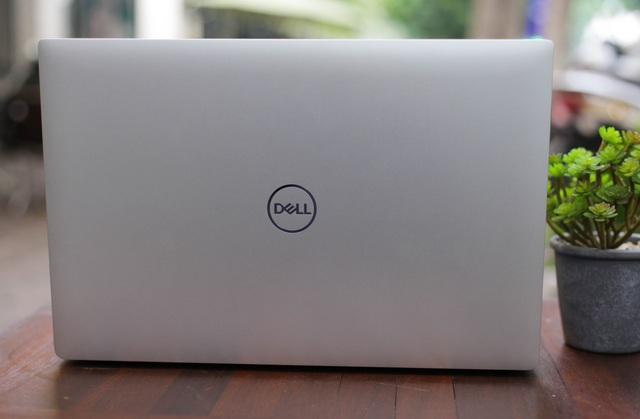 Dùng ultrabook siêu mỏng cánh Dell XPS 9570 để chơi game: Ngon bất ngờ - Ảnh 1.