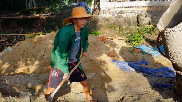 Youtuber nghị lực nhất Việt Nam: ở nhà tre nứa, làm phụ hồ nhưng vẫn gây dựng được channel ẩm thực hơn 760k subscribers - Ảnh 18.