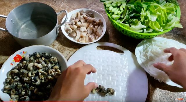 Youtuber nghị lực nhất Việt Nam: ở nhà tre nứa, làm phụ hồ nhưng vẫn gây dựng được channel ẩm thực hơn 760k subscribers - Ảnh 4.