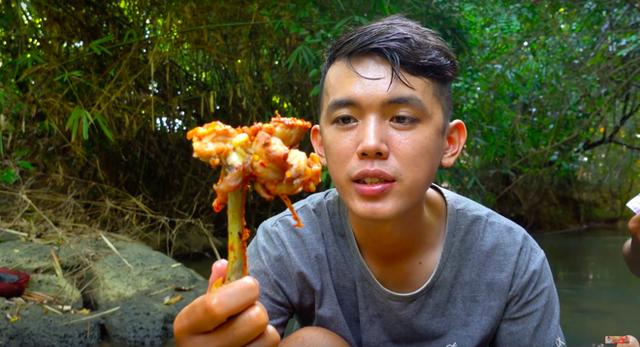Youtuber nghị lực nhất Việt Nam: ở nhà tre nứa, làm phụ hồ nhưng vẫn gây dựng được channel ẩm thực hơn 760k subscribers - Ảnh 34.