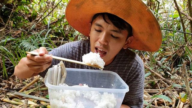 Youtuber nghị lực nhất Việt Nam: ở nhà tre nứa, làm phụ hồ nhưng vẫn gây dựng được channel ẩm thực hơn 760k subscribers - Ảnh 5.