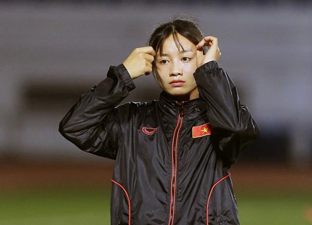 Xinh đẹp như hot girl, hoa khôi bóng đá nữ Việt Nam bất ngờ sở hữu tới hơn 100.000 follow trên Facebook sau một đêm - Ảnh 1.