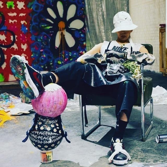 Chụp ảnh cùng sếp lớn của T1, Faker khoe nhẹ đôi giầy siêu hot mang thương hiệu G-Dragon giá hơn 90 triệu đồng - Ảnh 7.