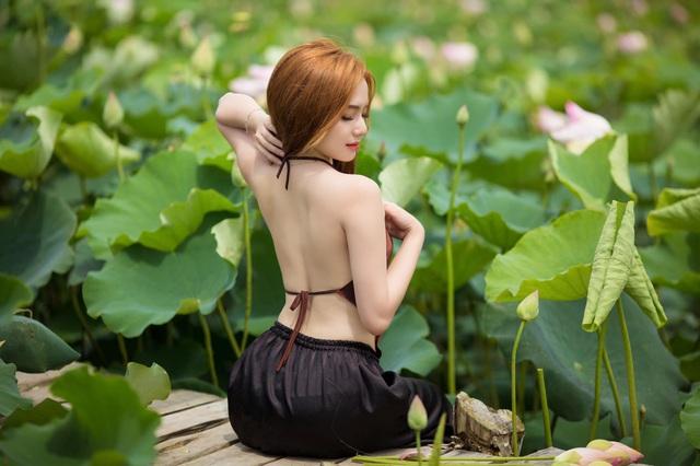 Tan chảy trước vẻ đẹp tinh khôi của nữ game thủ xinh như mộng, tuy nhiên kéo đến ảnh lưng trần mới thấy nóng người - Ảnh 12.