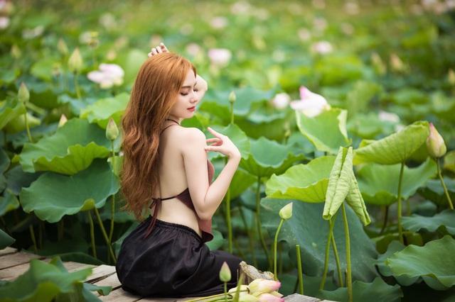 Tan chảy trước vẻ đẹp tinh khôi của nữ game thủ xinh như mộng, tuy nhiên kéo đến ảnh lưng trần mới thấy nóng người - Ảnh 11.