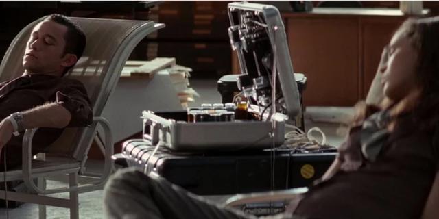 Máy xóa trí nhớ và những thiết bị 'xịn xò' nhất trong phim mà ai cũng muốn sở hữu - Ảnh 7.