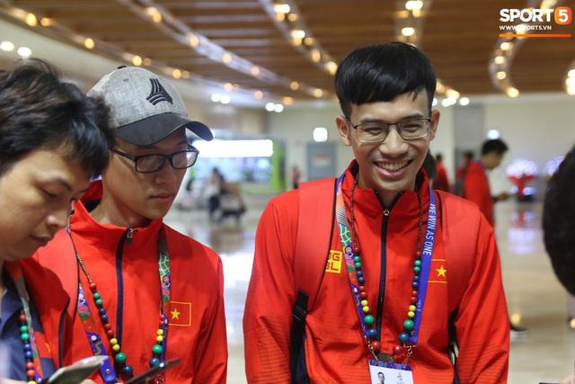 Sau chuyến bay hú hồn, đội tuyển quốc gia Mobile Legends Việt Nam đã đặt chân an toàn tới Philippines - Ảnh 11.