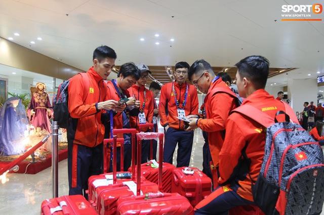 Sau chuyến bay hú hồn, đội tuyển quốc gia Mobile Legends Việt Nam đã đặt chân an toàn tới Philippines - Ảnh 9.