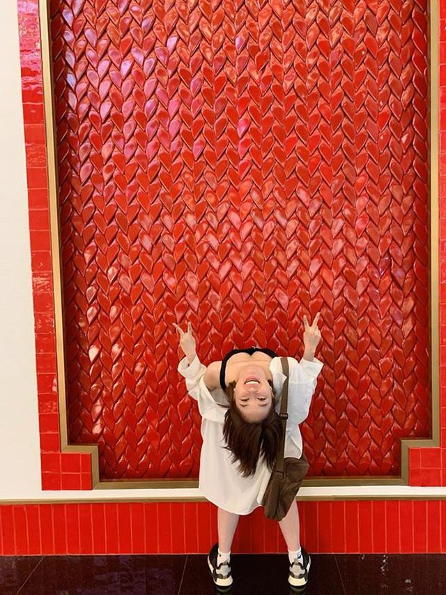 Hotgirl Trâm Anh lại khiến dân tình tròn mắt với phong cách chụp ngã ngửa bá đạo - Ảnh 1.
