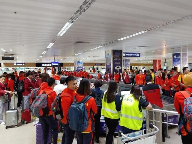 Sau chuyến bay hú hồn, đội tuyển quốc gia Mobile Legends Việt Nam đã đặt chân an toàn tới Philippines - Ảnh 6.