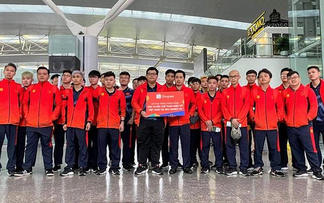 Sau chuyến bay hú hồn, đội tuyển quốc gia Mobile Legends Việt Nam đã đặt chân an toàn tới Philippines - Ảnh 8.