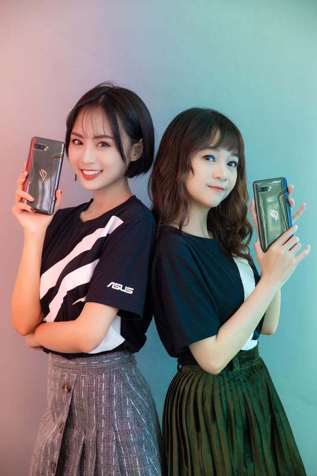 Ngắm bộ ảnh 2 mỹ nữ game thủ Minh Nghi và Hạ Mi đọ dáng bên smartphone chiến game ngon nhất 2019 - Ảnh 23.