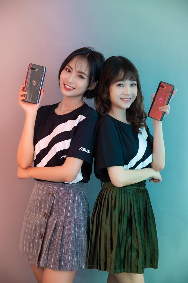 Ngắm bộ ảnh 2 mỹ nữ game thủ Minh Nghi và Hạ Mi đọ dáng bên smartphone chiến game ngon nhất 2019 - Ảnh 22.