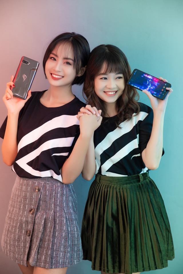 Ngắm bộ ảnh 2 mỹ nữ game thủ Minh Nghi và Hạ Mi đọ dáng bên smartphone chiến game ngon nhất 2019 - Ảnh 21.