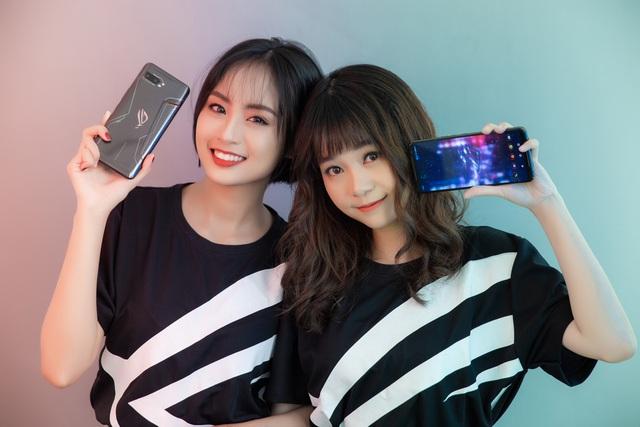 Ngắm bộ ảnh 2 mỹ nữ game thủ Minh Nghi và Hạ Mi đọ dáng bên smartphone chiến game ngon nhất 2019 - Ảnh 20.