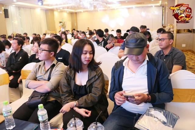 Đại gia Sài Gòn ngồi rung đùi xem trâu bò húc nhau, đến phút cuối chốt đấu giá TRĂM CỦ, bước nhảy 30 triệu khiến cộng đồng Thục Sơn nín luôn - Ảnh 3.