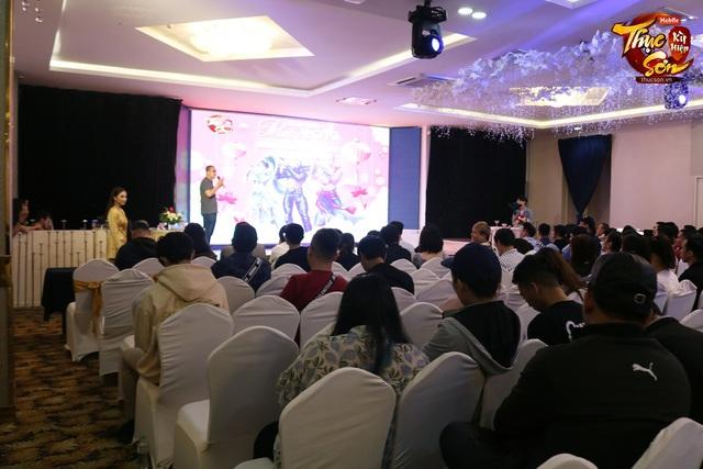 Đại gia Sài Gòn ngồi rung đùi xem trâu bò húc nhau, đến phút cuối chốt đấu giá TRĂM CỦ, bước nhảy 30 triệu khiến cộng đồng Thục Sơn nín luôn - Ảnh 4.