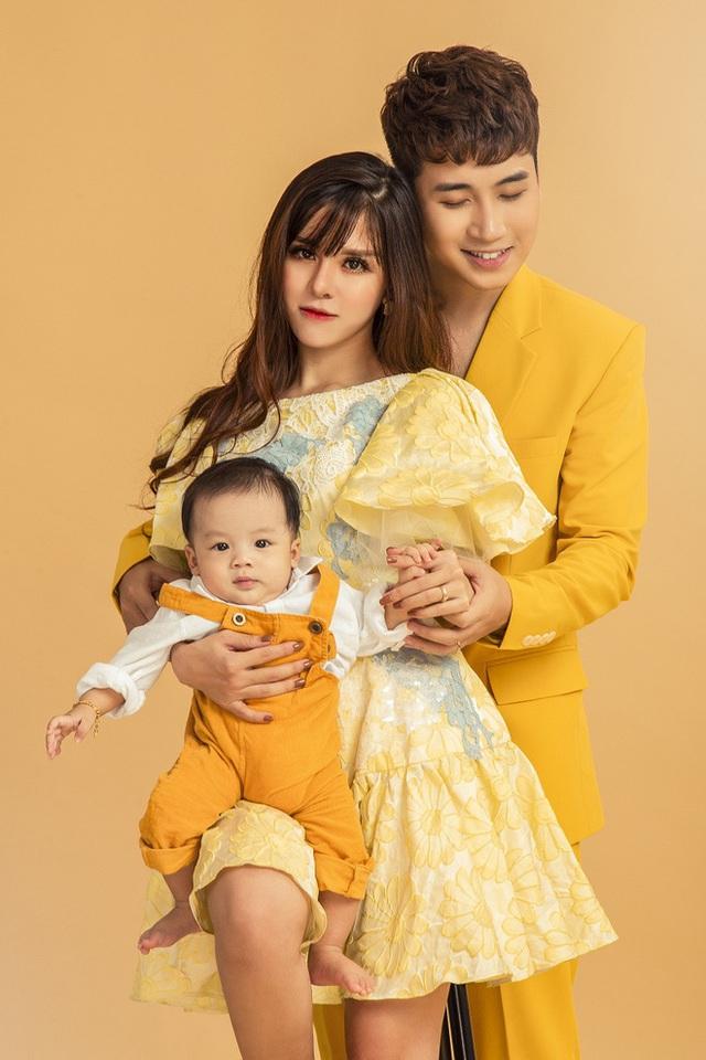 Vlogger Huy Cung khoe con trai đầu lòng, thừa nhận vlog thoái trào nên chuyển sang con đường ca hát - Ảnh 3.