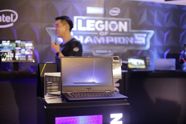 Cận cảnh laptop gaming siêu khủng Legion Y740 mới của Lenovo: Trang bị cả RTX 2080 chiến game bao mượt - Ảnh 1.