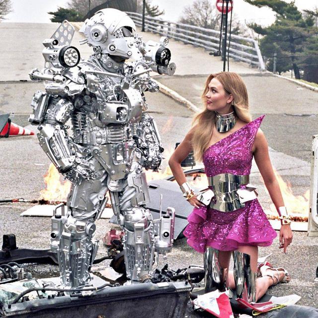 Mãn nhãn với bộ sưu tập robot Transformers được chế biến từ phế liệu cũ - Ảnh 1.