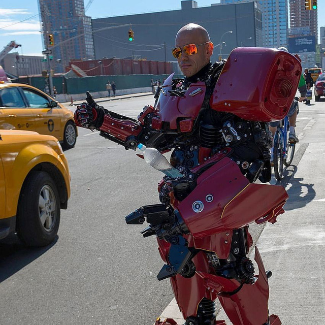 Mãn nhãn với bộ sưu tập robot Transformers được chế biến từ phế liệu cũ - Ảnh 4.