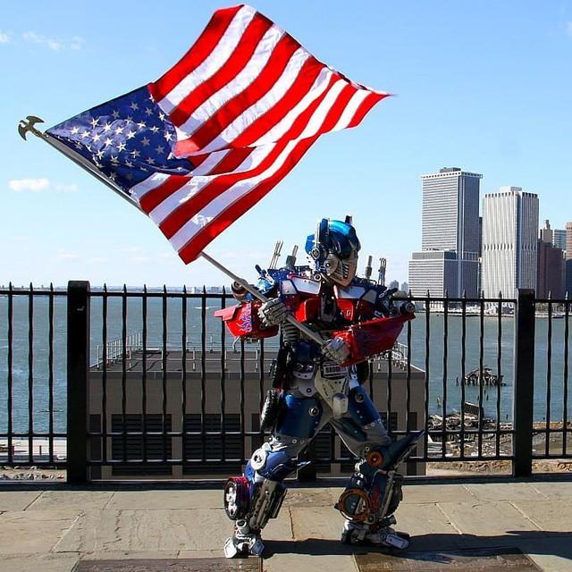 Mãn nhãn với bộ sưu tập robot Transformers được chế biến từ phế liệu cũ - Ảnh 6.