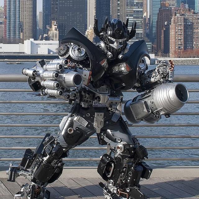 Mãn nhãn với bộ sưu tập robot Transformers được chế biến từ phế liệu cũ - Ảnh 7.