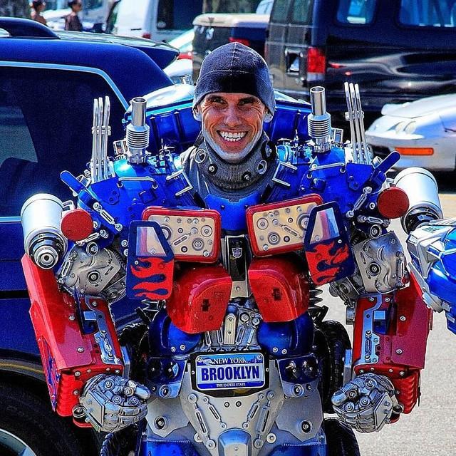 Mãn nhãn với bộ sưu tập robot Transformers được chế biến từ phế liệu cũ - Ảnh 13.