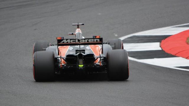 Chơi lớn như McLaren, đào tạo tuyển thủ F1 eSports trở thành tay đua ngoài đời thực - Ảnh 1.
