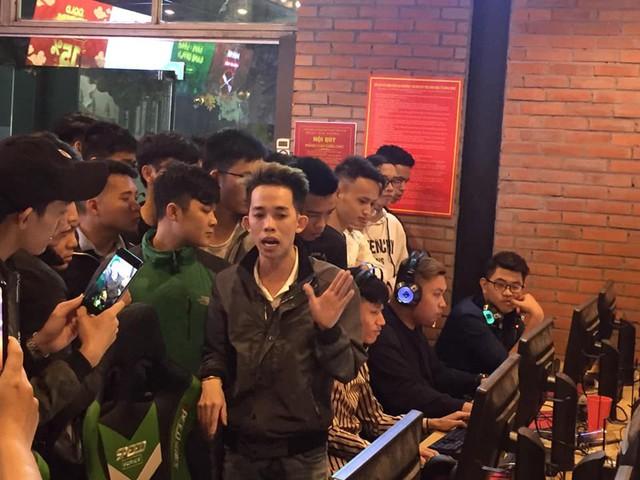 PUBG Mobile: Nam Blue đã ra Hà Nội trình diễn màn sấy Mk14 x8 không giật để chiều lòng fan hâm mộ - Ảnh 3.