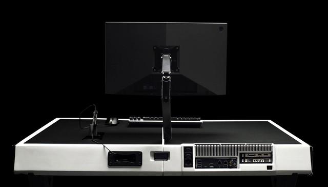Giật mình với chiếc bàn chơi game tất cả trong một từ PC tới màn hình gói thành một chiếc vali - Ảnh 3.