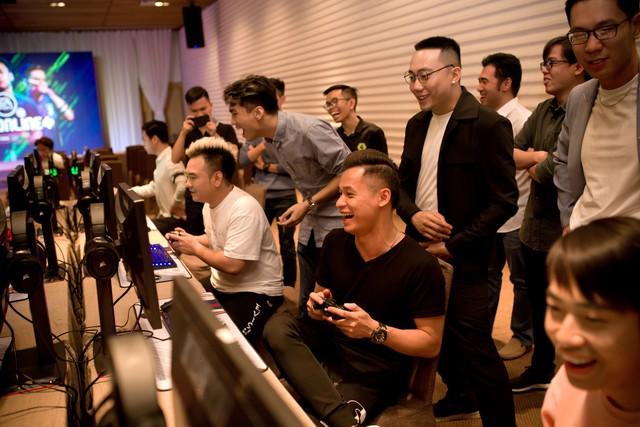 Dàn Streamers, Youtubers hùng hậu nhất Việt Nam hội tụ tại Shape Your Football của FIFA ONLINE 4 - Ảnh 7.
