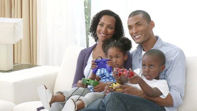Cặp đôi trong Gun Gun Mobile hóa ra là gia đình có 2 con ngoài đời, game quốc dân dành cho mọi nhà là đây chứ đâu - Ảnh 4.