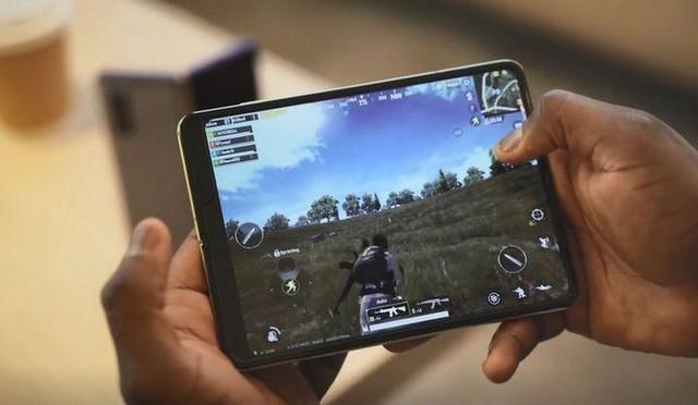 Chơi PUBG Mobile, Asphalt 9, Dynasty Legend trên Galaxy Fold trông như thế nào? - Ảnh 1.